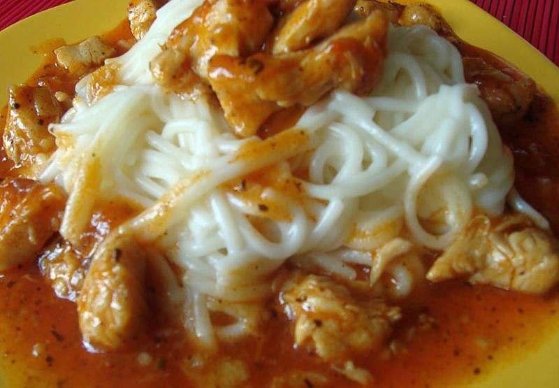 spagete u pilecem sosu