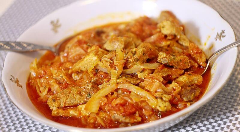 dinstano meso sa kupusom i paradajzom