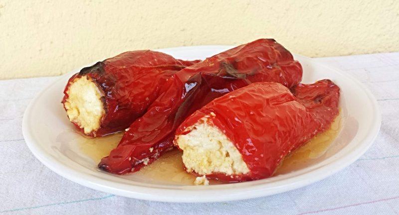 zapecene paprike punjene sirom