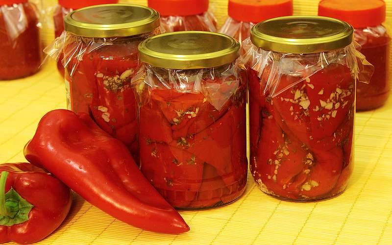 pecena paprika sa belim lukom