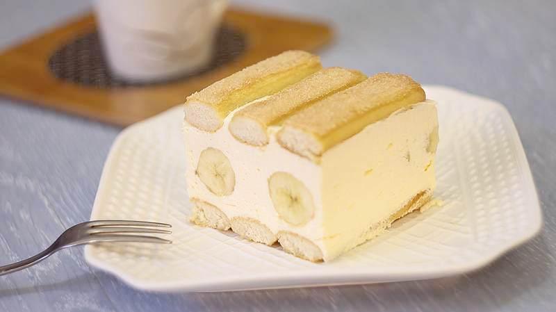 kolac od piskota i banana