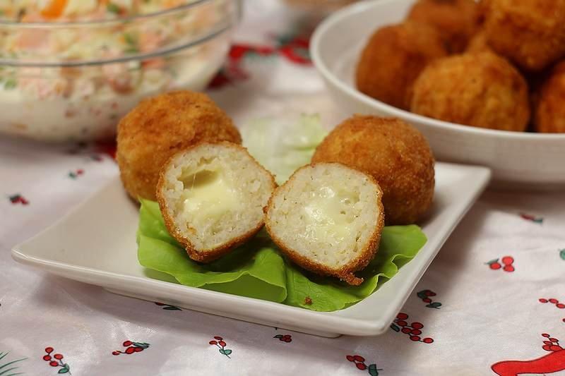 loptice od pirinca punjene sirom