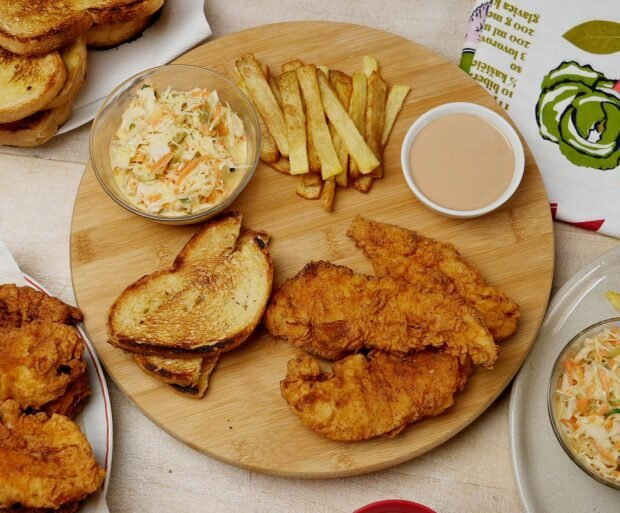 rucak - piletina, salata, tost