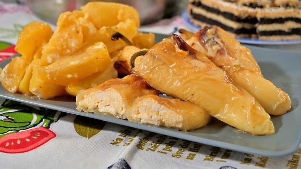 paprika punjena sirom zapečena sa krompirom